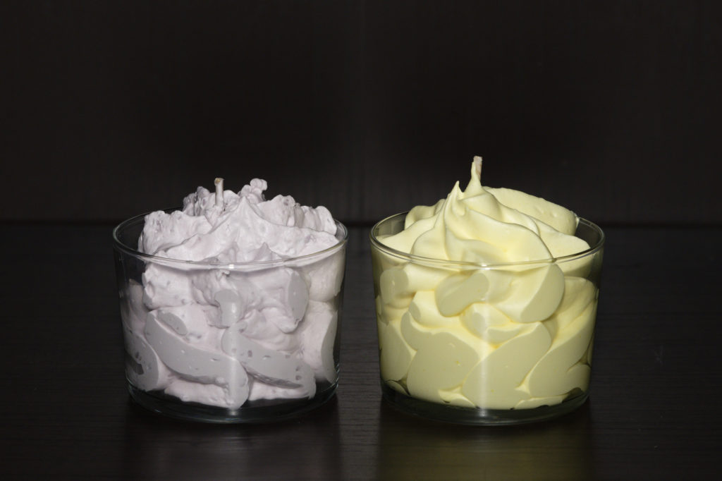 Bougies naturelles: Verrines Chantilly mûre myrtille et citron meringué d'Instant Surprise. Photo: Philippe Lim